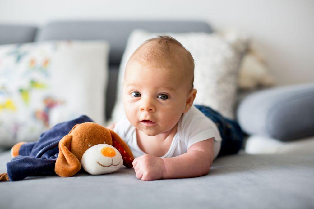 avec le bebe sur le tapis d eveil 10