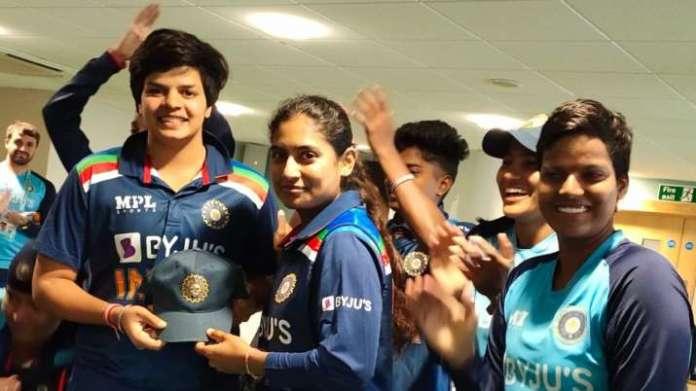 ENG W v IND W | Shafali Verma receives maiden ODI cap from skipper Mithali Raj