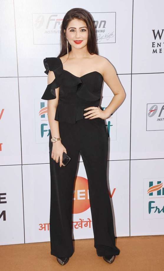 Ruhi aka Aditi Bhatia from Yeh Hai Mohabbatein was a stunner in an all-black off-shoulder jumpsuit.