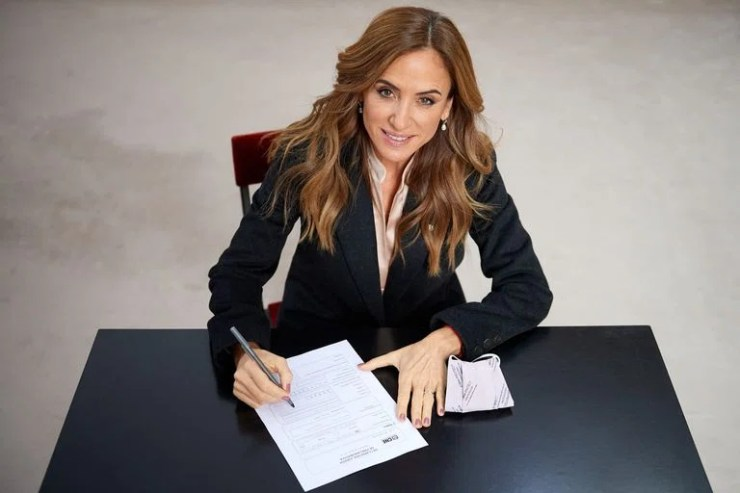 La concejal platense Victoria Tolosa Paz firmó esta tarde su candidatura a diputada nacional en la Casa Rosada