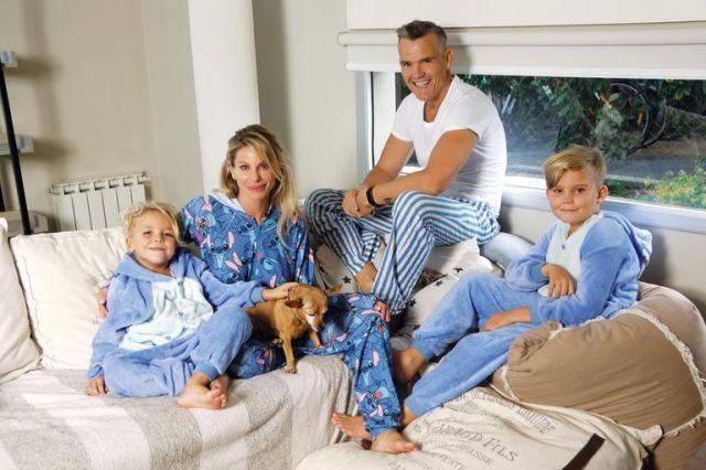 Junto a su ex, el fotógrafo Lucas Kirby, y sus hijos Calder (12) y Tyron (7)