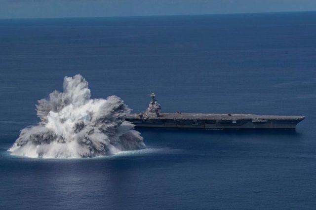 """""""Pruebas de impacto de buque completo"""": una explosión experimental de la Marina de Estados Unidos tuvo como objetivo medir la dureza de los barcos ante una situación de ataque"""