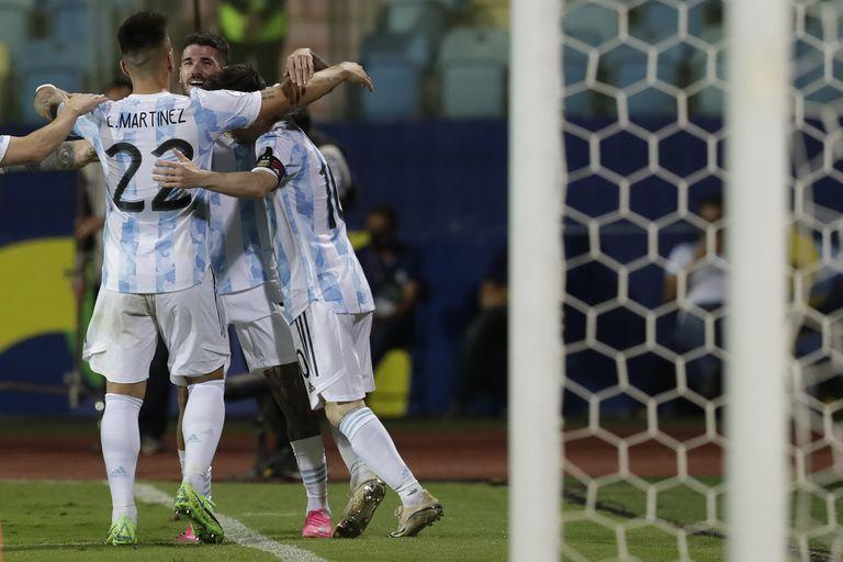 En su partido 200 en el Sudamericano de selecciones, la Argentina alcanzó su octava semifinal por la Copa América; la jugará el martes próximo frente a Colombia en Brasilia.
