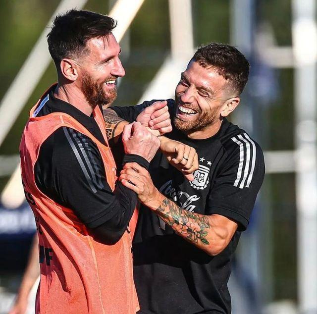 Messi y el Papu Gómez, a las carcajadas en el predio de Ezeiza