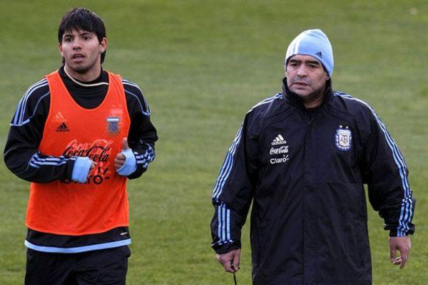 Agüero y Maradona, juntos en la selección de la Argentina