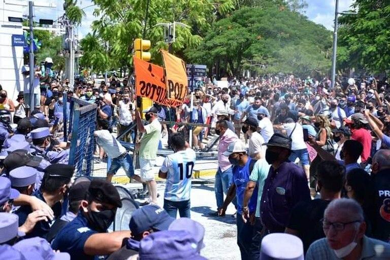 Represión en Formosa: cómo se gestaron los incidentes por el regreso a la fase 1 - LA NACION