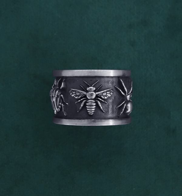 Ring decorated with five insects: bee, cricket, bug, spider & butterfly in handcrafted sterling silver face view | Res Mirum