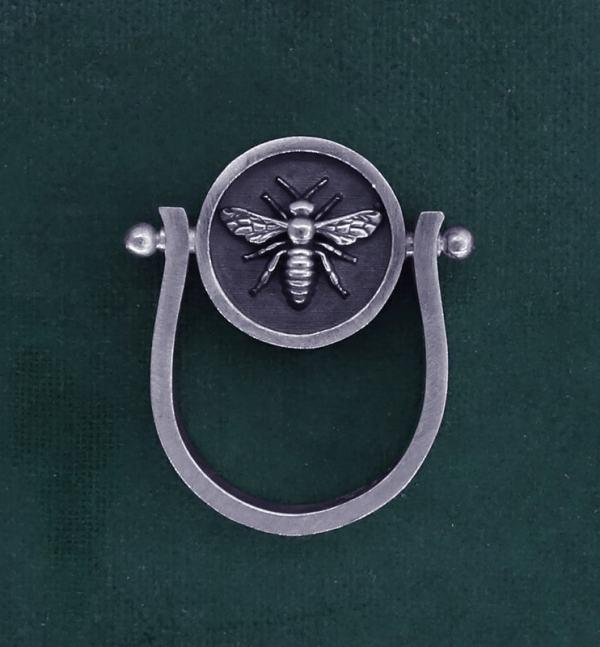 Bague ronde tournante avec abeille inspirée d'un bijou d'Egypte ancienne en argent massif made in France | Res Mirum