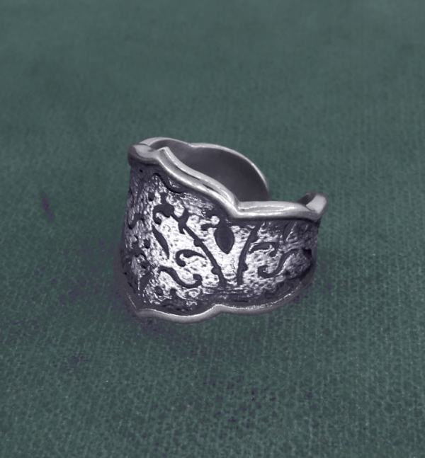 Antique silver brocade style fleur-de-lys ring made in France | Res Mirum