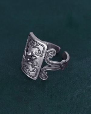 Ring with crystals and scrolls decoration imagined in l'hand made silver mineralogy spirit side view | Res Mirum