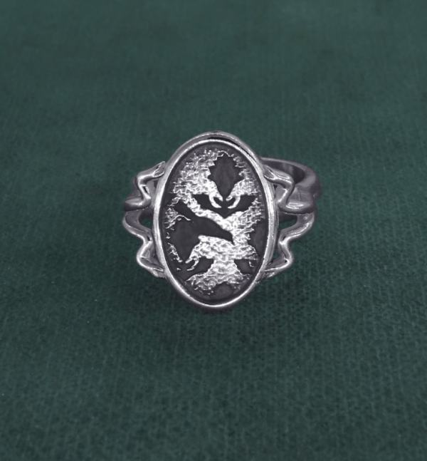 Retro ring inspired by the peony flower and d'a bird in l'silver Marie-Antoinette spirit handcrafted face view | Res Mirum