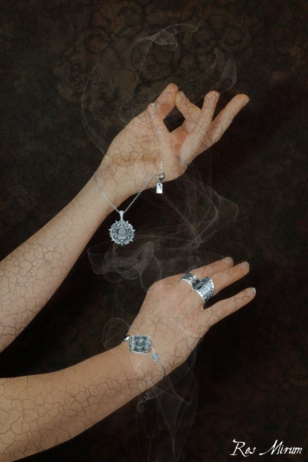 Round bracelet, ring & ring, round pendant in 925 silver with an oriental patina made in France | Res Mirum