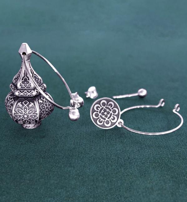 Boucles d'oreilles asymétriques inspirées des lanternes orientales sur créoles en argent 925 système | Res Mirum