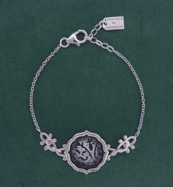Bracelet rond à motifs de fleurs de lys et arabesques, en argent 925 fait main | Res Mirum