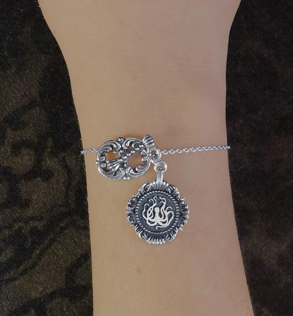 Bracelet octopus ou pieuvre style toogle inspiré des muséums d'histoire naturelle en argent 925 fabriqué artisanalement porté | Res Mirum