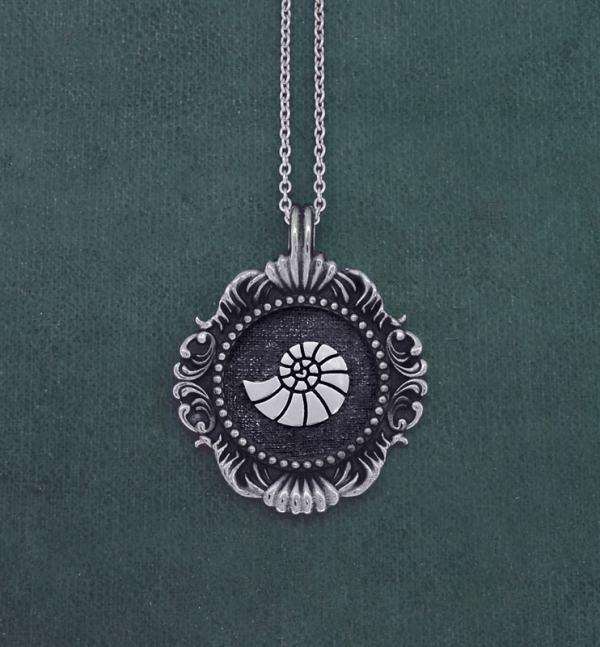 Pendentif coquillage, nautile ou ammonite inspiré des cabinet de curiosités et des muséums en argent 1er titre made in France   Res Mirum