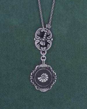 Sautoir coquillage nautile ou ammonite esprit muséum d'histoire naturelle fermoir toogle fabriqué artisanalement en France | Res Mirum