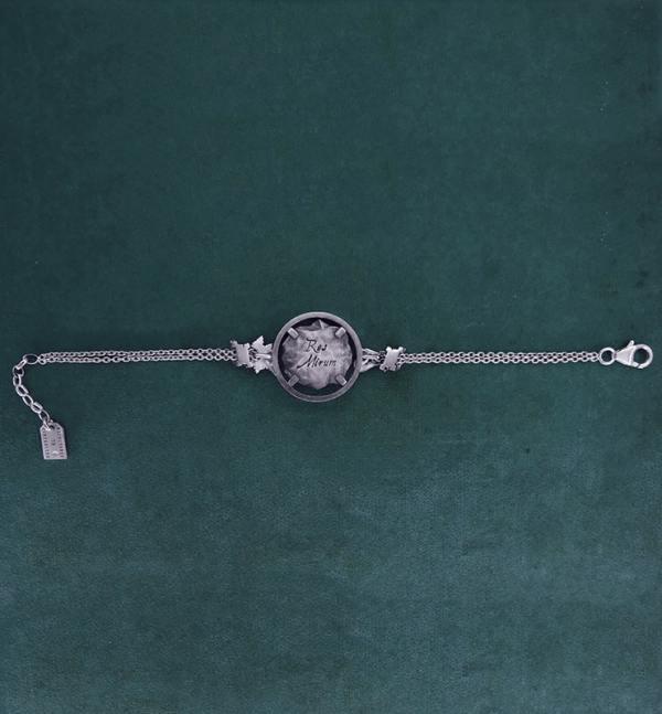 Bracelet avec motif façon fossile de squelette de chimère, animal mythologique de l'antiquité grecque en argent 925 de fabrication artisanale vue dos long | Res Mirum