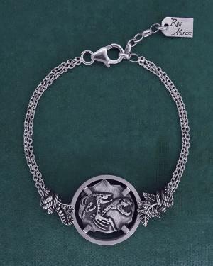 Bracelet avec motif façon fossile de squelette de chimère, animal mythologique de l'antiquité grecque en argent 925 de fabrication artisanale | Res Mirum