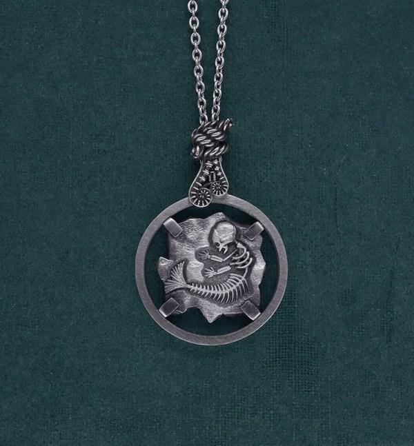 Sautoir esprit cryptozoologie fossile de foetus de sirène en argent 925 de fabrication artisanale   Res Mirum