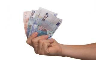 Mano con dinero- Renta