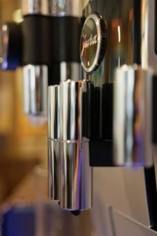 Kaffeevollautomaten für das Unternehmen können oft günstig gemietet werden
