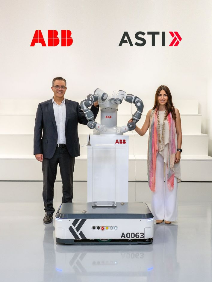 Sami Atiya, President of ABB's Robotics & Discrete Automation business and Veronica Pascual Boé, ASTI CEO