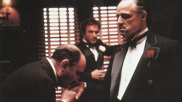 Don Corleone interprété par Marlon Brando dans Le Parrain de Francis Ford Coppola