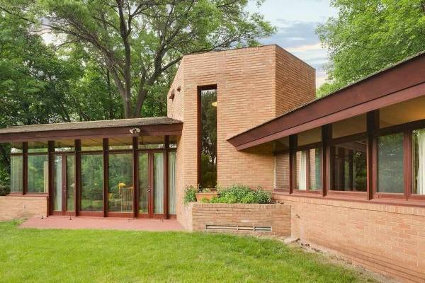 Midcentury Modern house by architect Frank Lloyd Wright