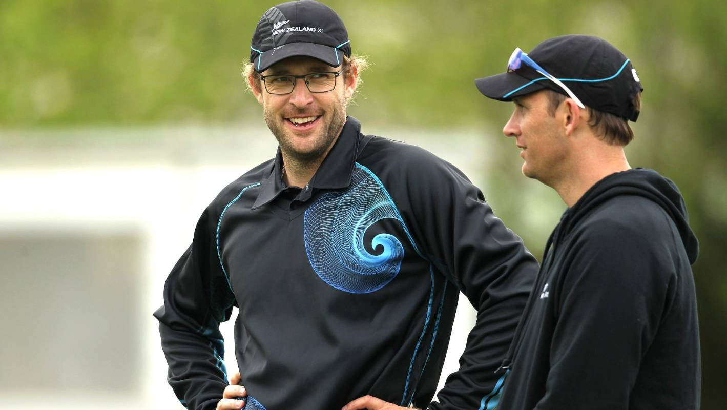 Daniel Vettori Shane Bond Extend Contracts With Brisbane