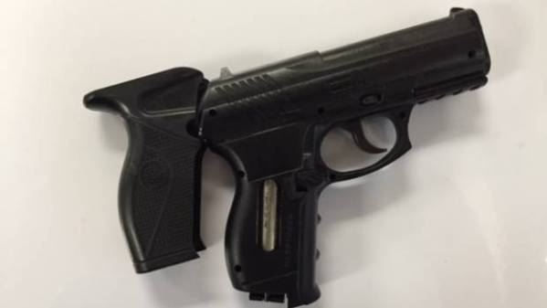 Man fires at officers with BB gun in Auckland's Royal Oak ...