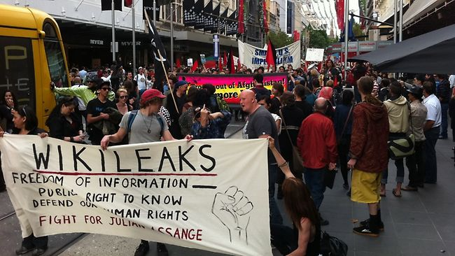 https://i1.wp.com/resources1.news.com.au/images/2010/12/10/1225969/133269-wikileaks-protest.jpg