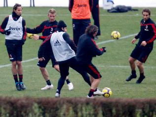 https://i1.wp.com/resources2.news.com.au/images/2009/12/29/1225814/287754-ac-milan-training.jpg