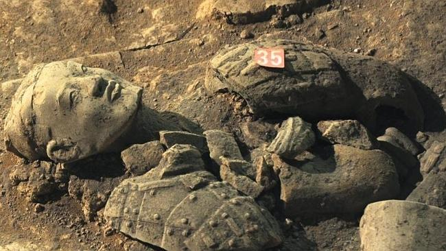 Chinese archaeologists are working on uncovering more than 1400 well-preserved clay soldi