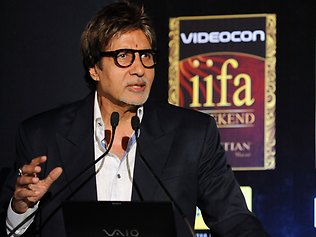 INDIA-ARTS-CINEMA-IIFA-BACHCHAN