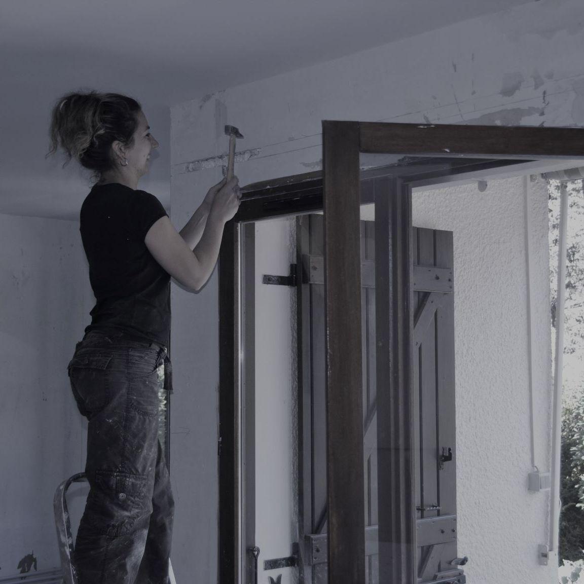 ma deuxième rénovation, je réalise une saignée dans le mur pour passer l'électricité
