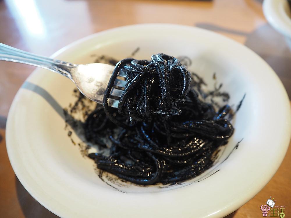 食記》關島美食。 卡布里喬莎 Capricciosa 義大利餐廳 - 好吃墨魚麵 Squid Ink Spaghetti