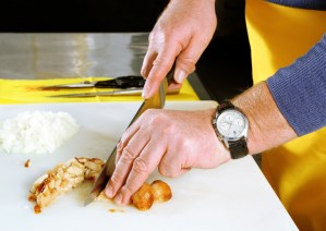 Tips to Avoid Bare Hand Contact with Food