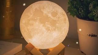 月の形をしたランプが間接照明や撮影の小道具によさそう