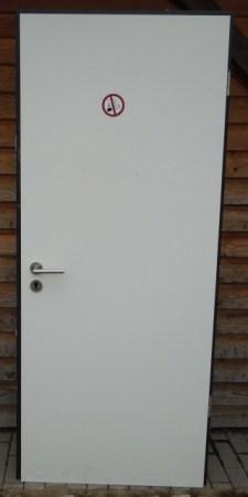 Tür mit Metallzarge