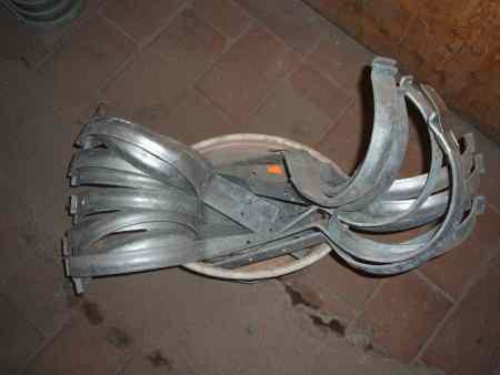 Zink Dachrinnenhaken geboge f. 400er Dachrinnen, 19cm Durchmesser