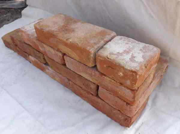 bodenziegel bodenplatten weinkeller antikziegel alte mauersteine backsteine terracotta. Black Bedroom Furniture Sets. Home Design Ideas