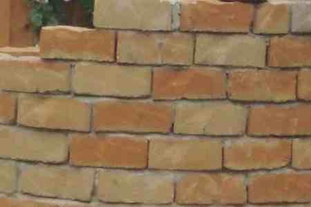 Trapezsteine, Radiussteine, Radialsteine für Gartenmauer in Bogenform, ocker