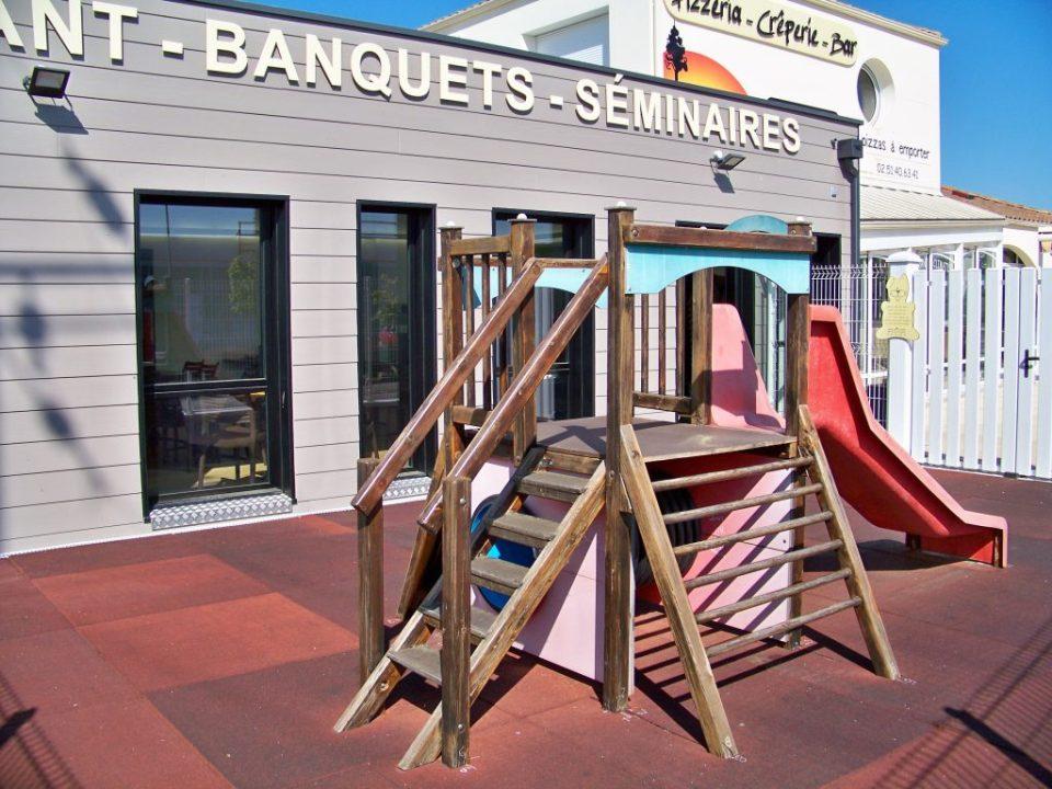 Espace jeux extérieur _ Restaurant Okoume - Moutiers les Mauxfaits - Vendee