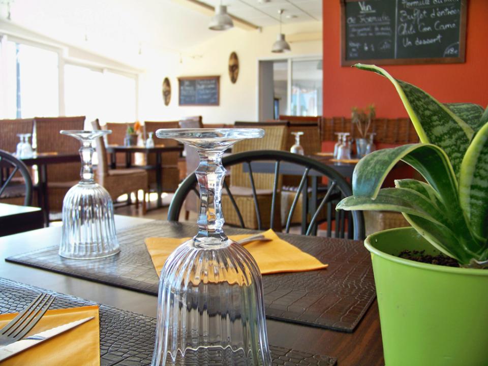 Salle du restaurant Okoumé à Moutiers les Mauxfaits en Vendée