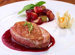 Canard sauce griottes du restaurant Bernard Gisquet
