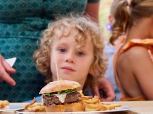 chez bernard gisquet Lou Cantoun Apéro concert _repas burger