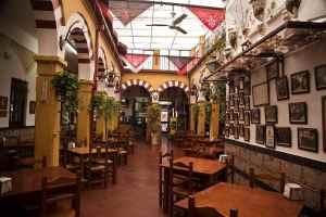 Restaurante en Córdoba Sociedad Plateros María Auxiliadora. Vista Patio central