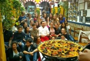 Arroz para grupos en el Restaurante en Cordoba Sociedad Plateros Maria Auxiliadora con platos aptos pàra los celiacos cerca de la mezquita cordobesa y en un ambiente flamenco en Andalucia
