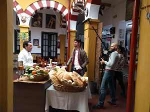 Elaboracion de migas para la televisión Árabe en el Restaurante Sociedad Plateros Maria Auxiliadora Por Manolo Bordallo imagen de la grabacióm